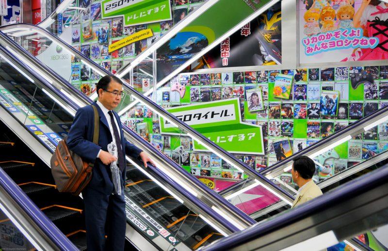 Quảng cáo thang cuốn tại siêu thị: Sáng tạo điểm nhấn thương hiệu