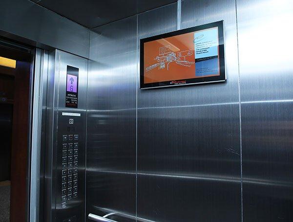quảng cáo trong thang máy