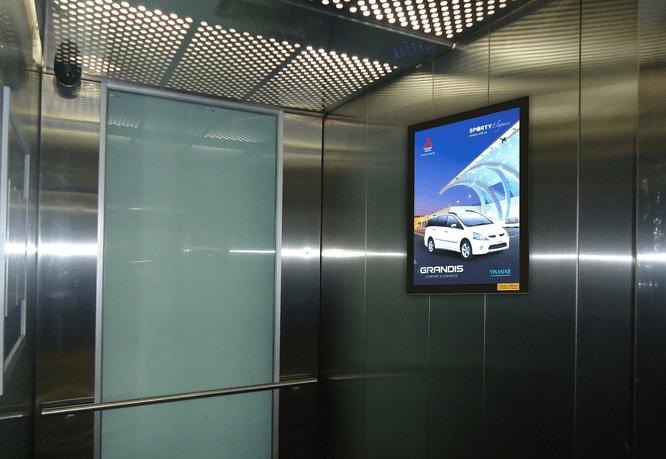 Quảng cáo trong thang máy siêu thị