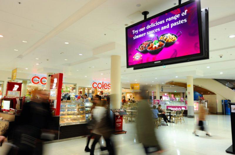 Quảng cáo poster frame trong siêu thị