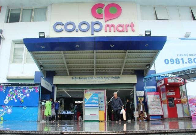 Quảng cáo trên thang cuốn siêu thị Co.opmart