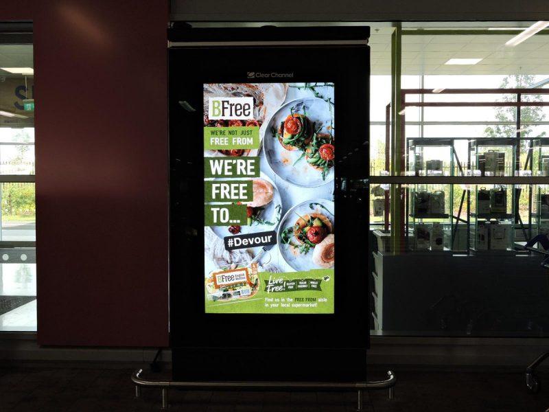 5 lợi ích của quảng cáo trên LCD, Poster Frame trong siêu thị