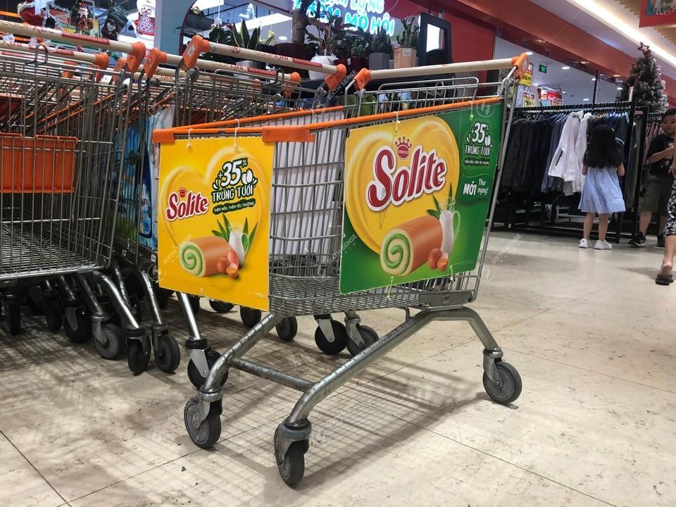 quảng cáo trên xe đẩy siêu thị Vinmart