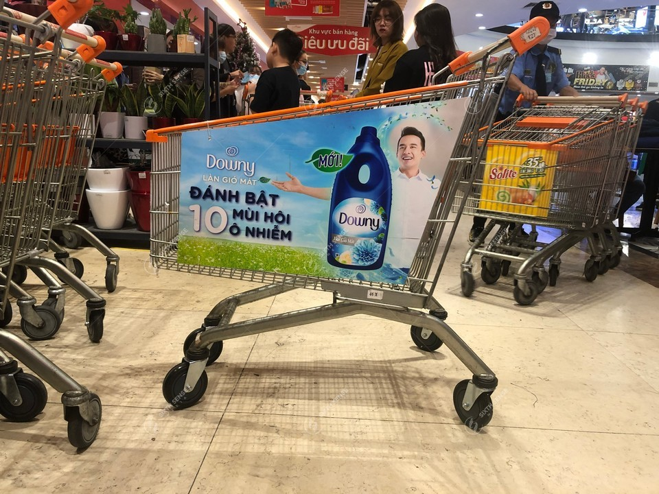 quảng cáo xe đẩy siêu thị Vinmart